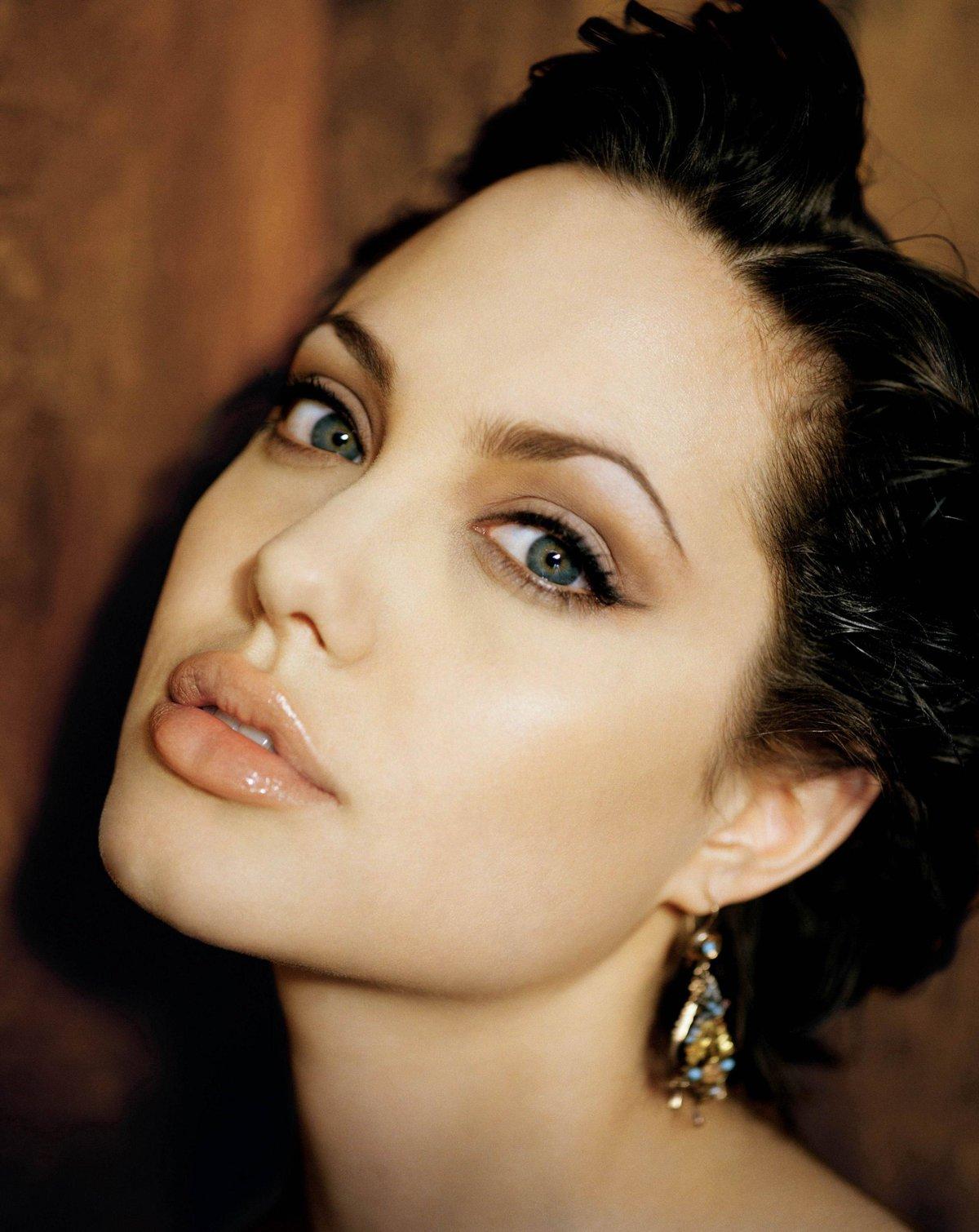 Анжелина джоли без макияжа безшопа
