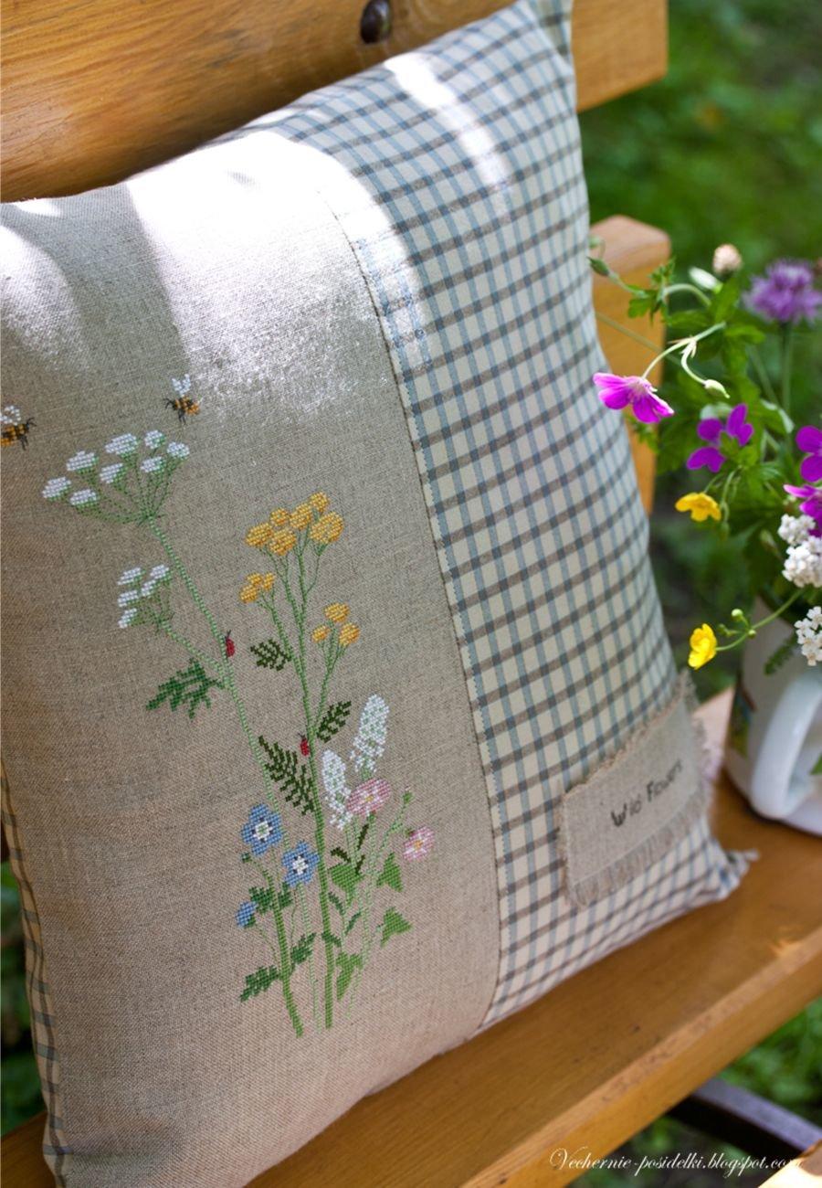 Оформить вышивку на подушку