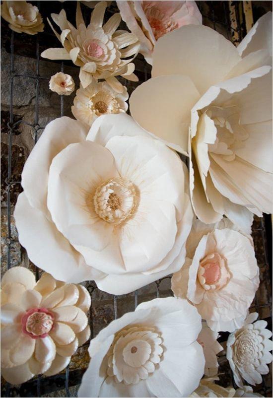Огромные цветы из картона своими руками