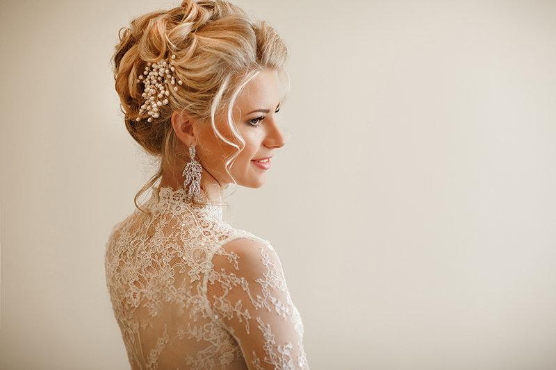 Прическа без фаты для невесты на средние волосы