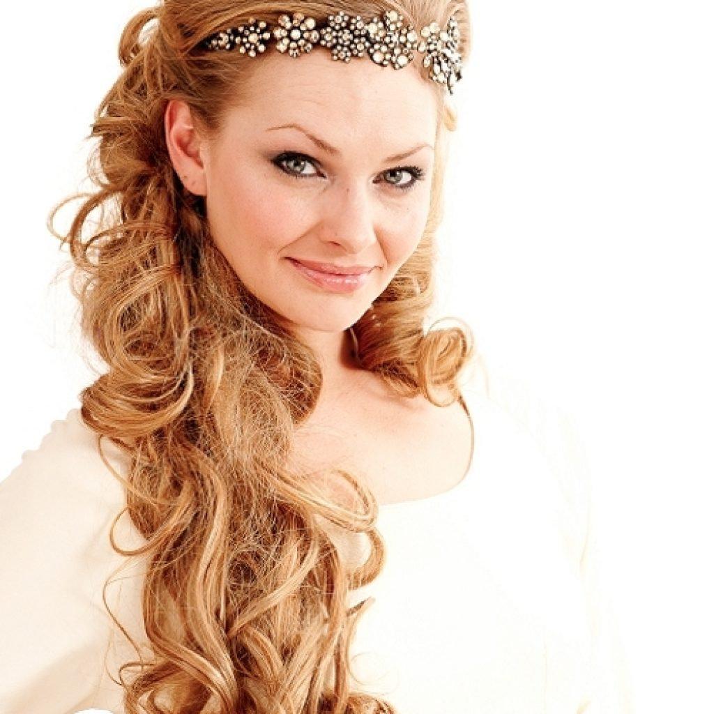Собранная причёска с короной