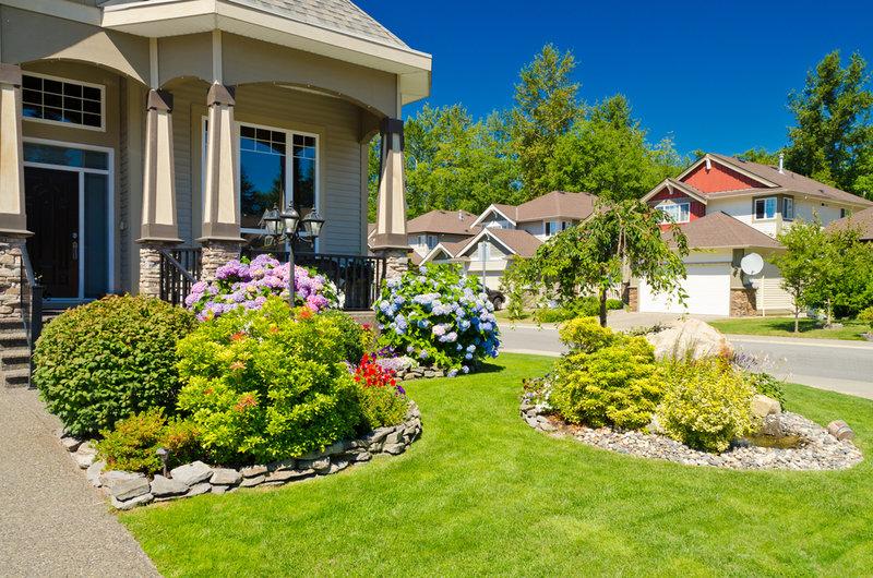 Ландшафтный дизайн двора частного дома своими руками пошагово