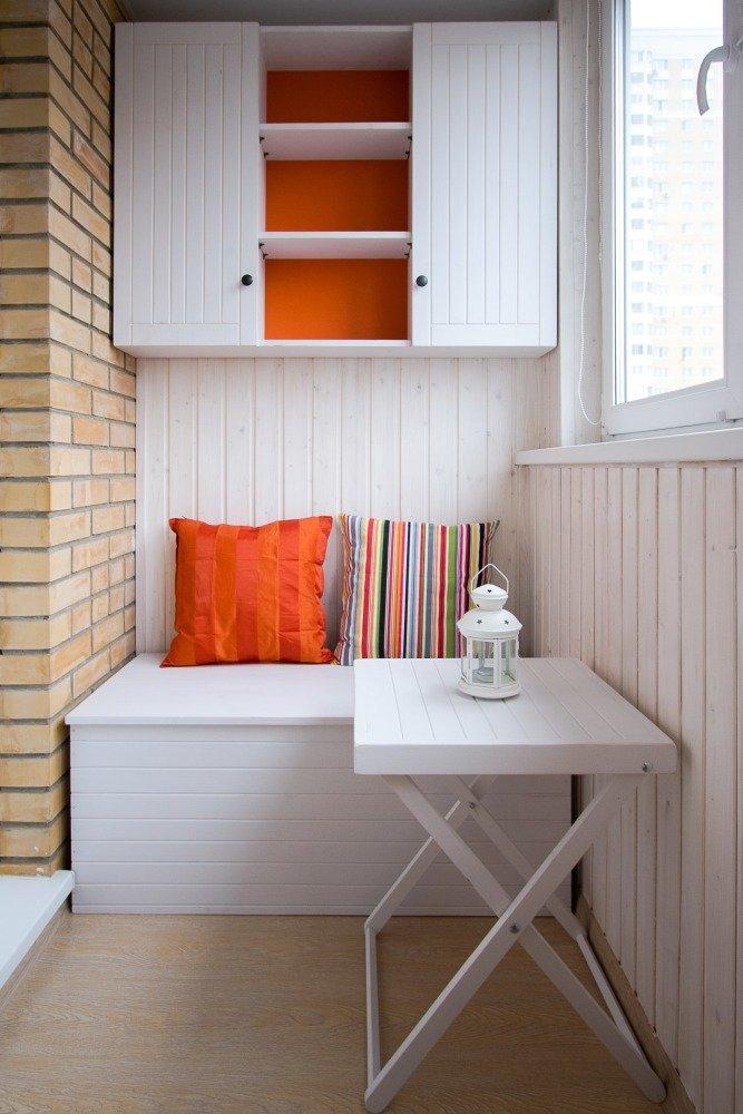 Маленький столик на балкон.