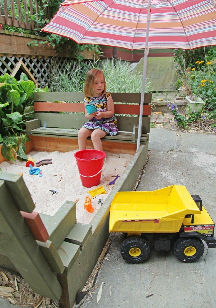Песочница на даче своими руками из подручных материалов фото