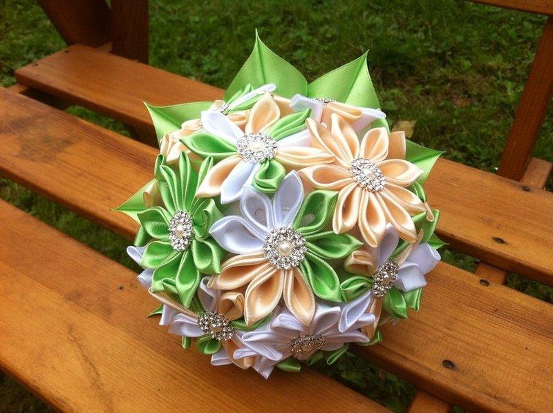 Букет невесты из цветов из лент