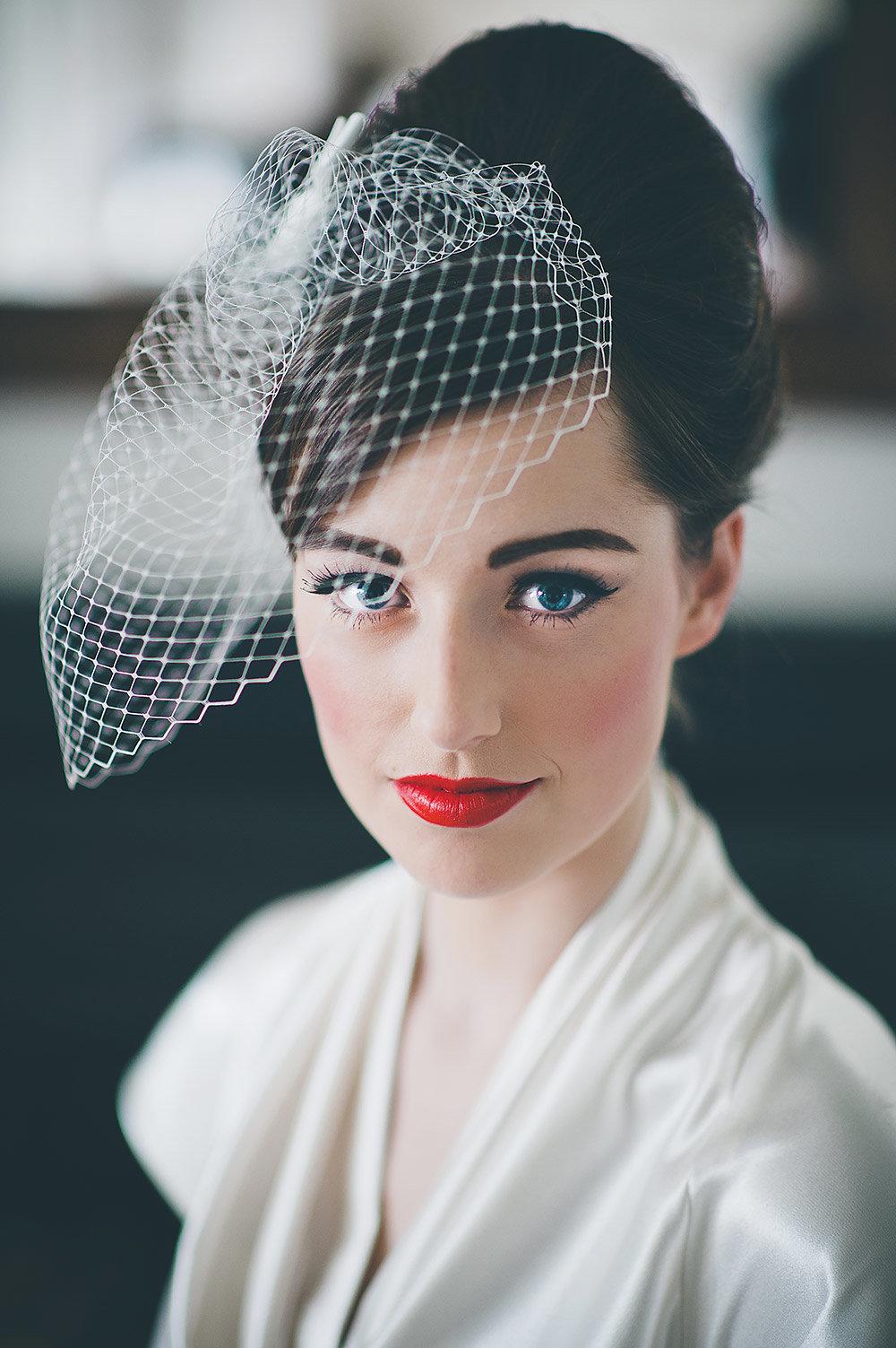 Прически в ретро стиле на свадьбу фото