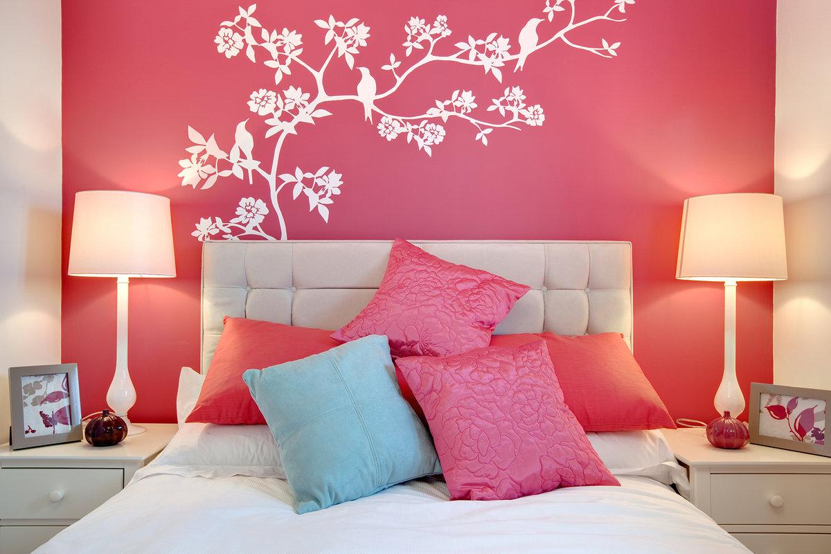 Как украсить стену в спальне своими руками фото 26