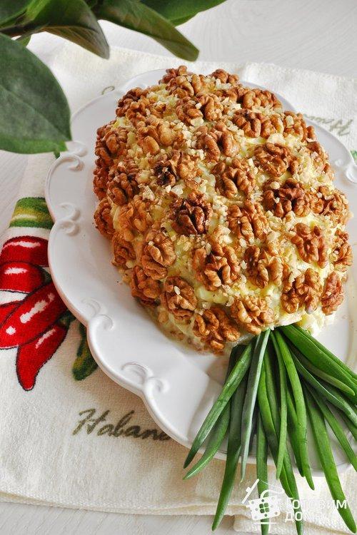 Салат курица с ананасами и грецким орехом слоями рецепт с