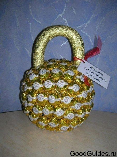 Креативный подарок из конфет своими руками 56