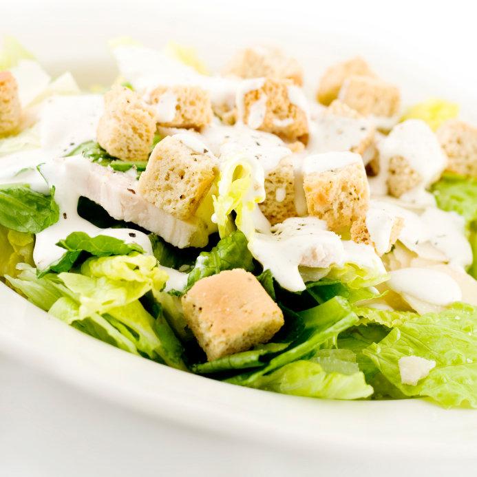 Салат цезарь с пекинской капустой курицей и сухариками рецепт