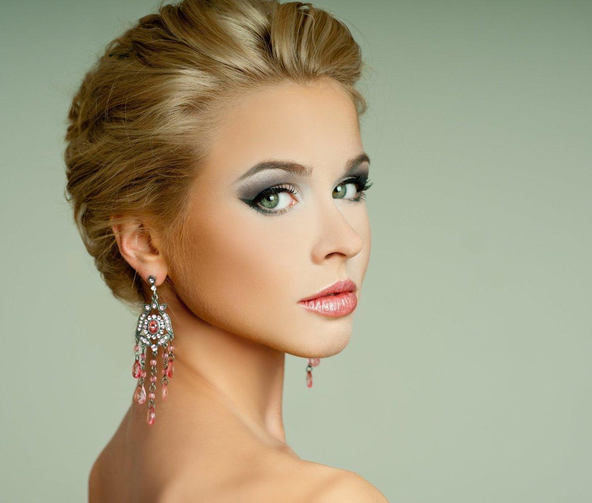Вечерний макияж для блондинок с серо-зелеными глазами