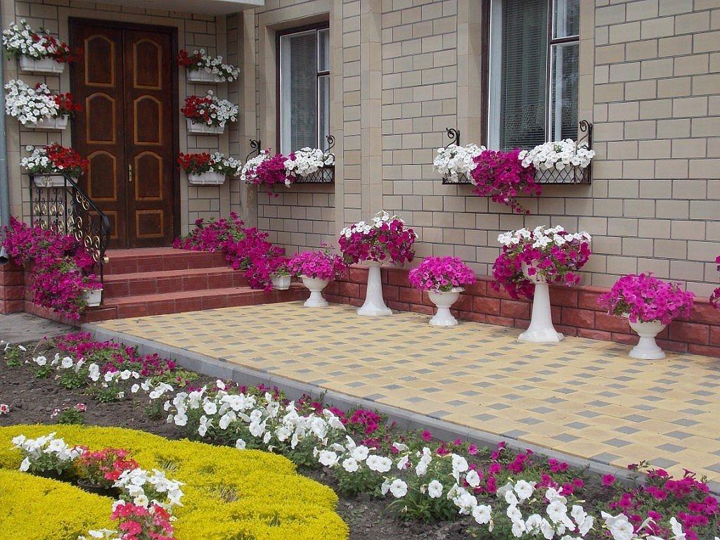 Как украсить возле двора частного дома своими руками фото
