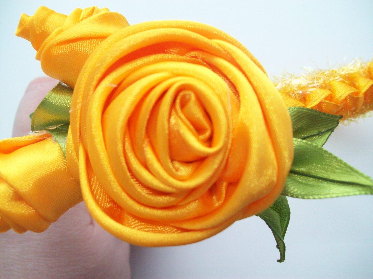 Розы из лент атласных