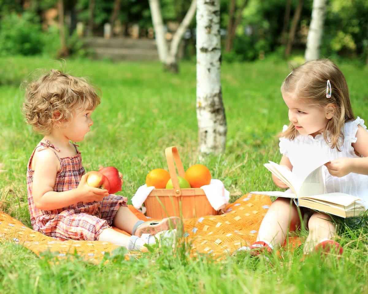 Дети рисуют на природе фото