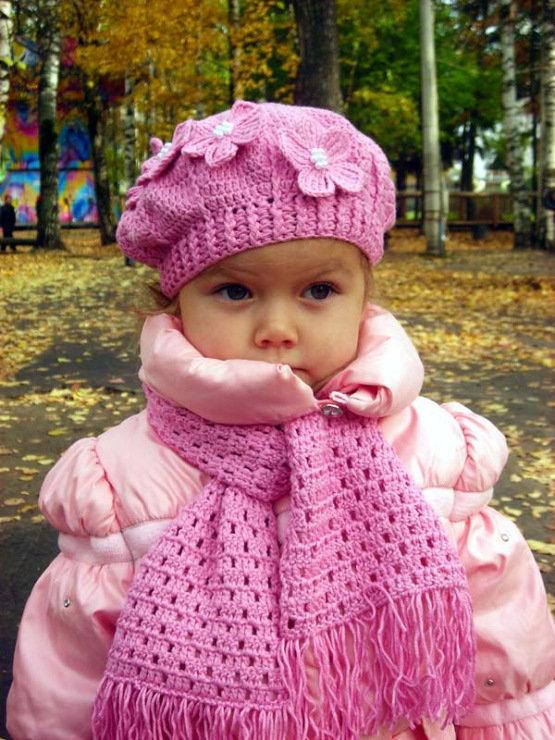 Вязание крючком осенние шапки для девочки 88