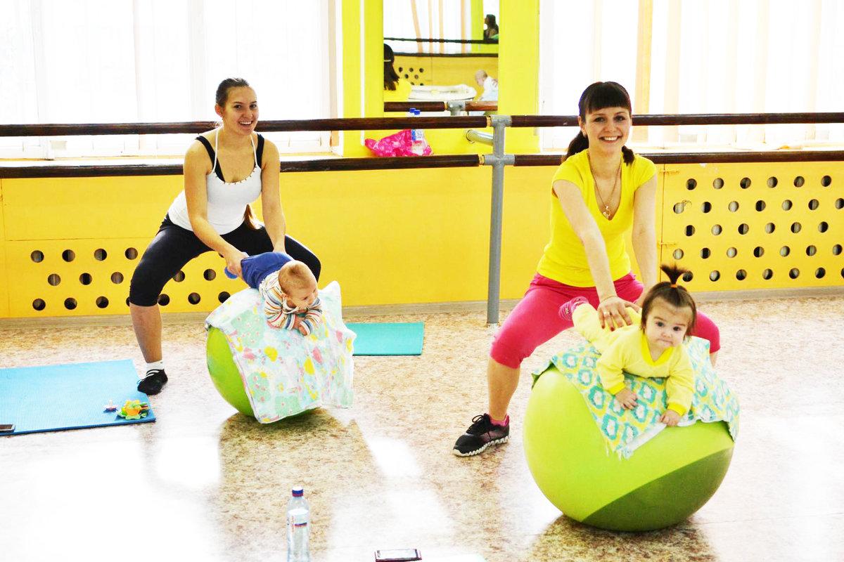 Упражнения с фитболом и ребенком фото