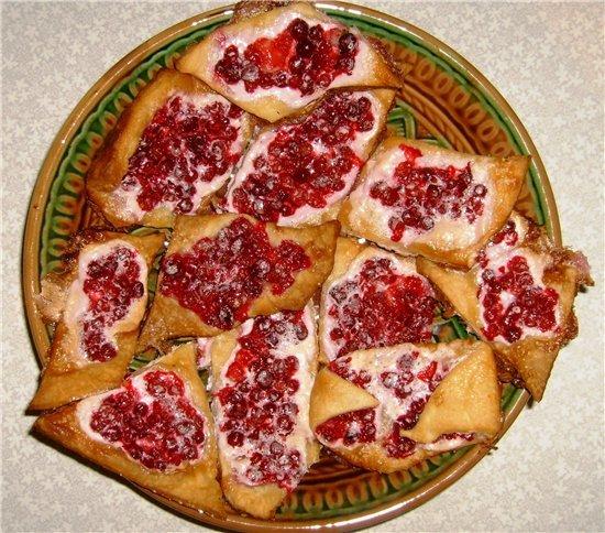 Слоеный пирог с брусникой рецепт с