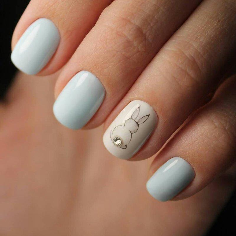 Нежный маникюр на коротких ногтях белый