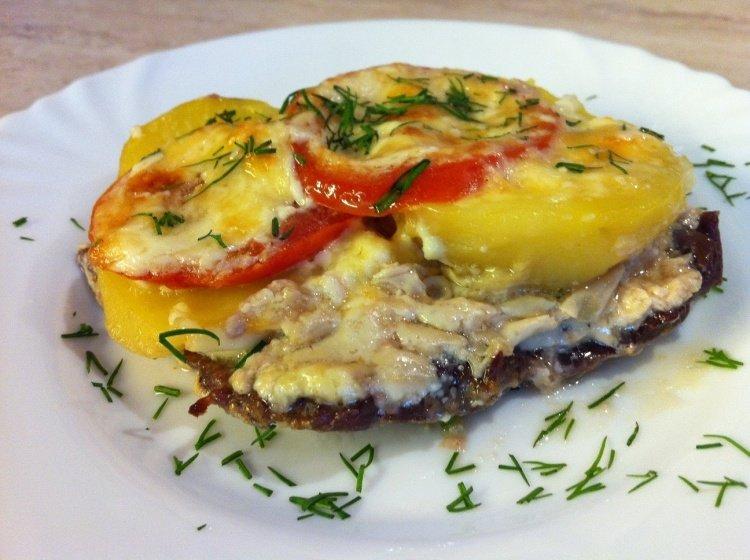 Мясо по-французски с картошкой и помидорами в мультиварке рецепт с фото