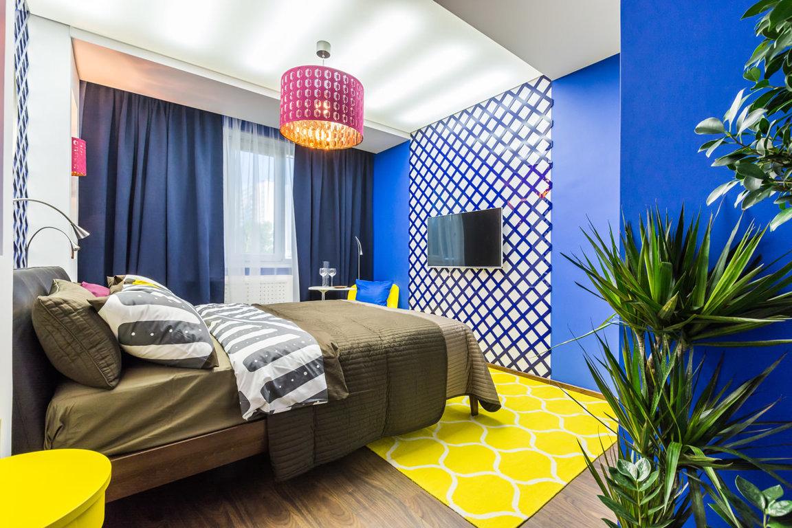 Дизайны комнат с синим и желтым