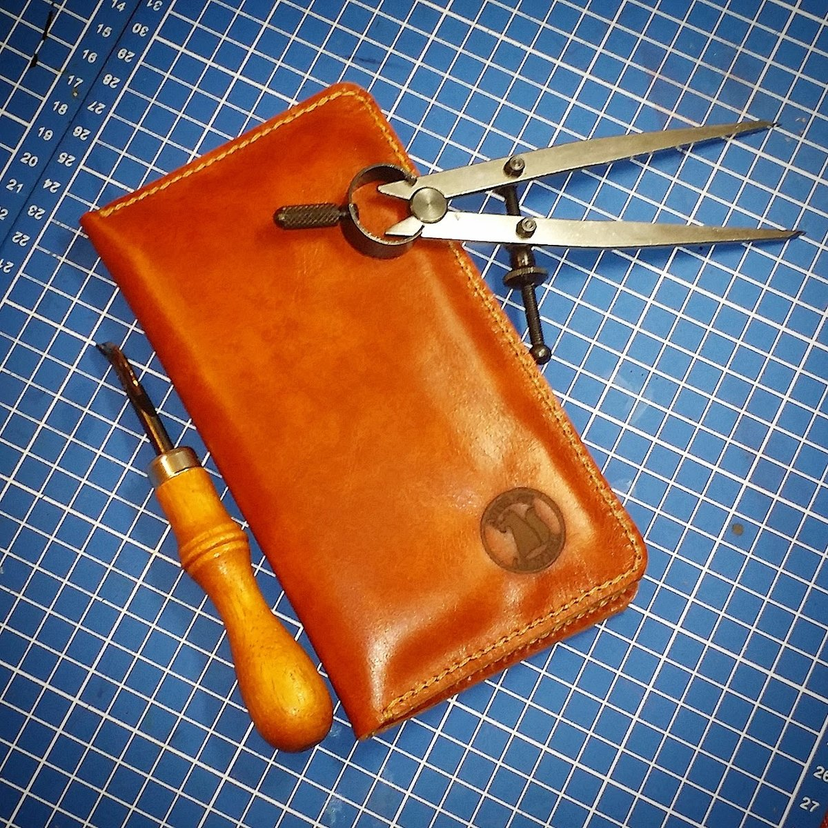 Мастер-класс по пошиву кожаного чехла для телефона (Iphone SE) 6