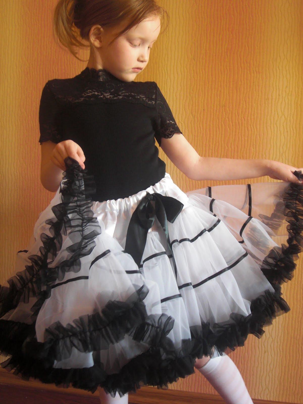 Из чего сшить пышную детскую юбку 845