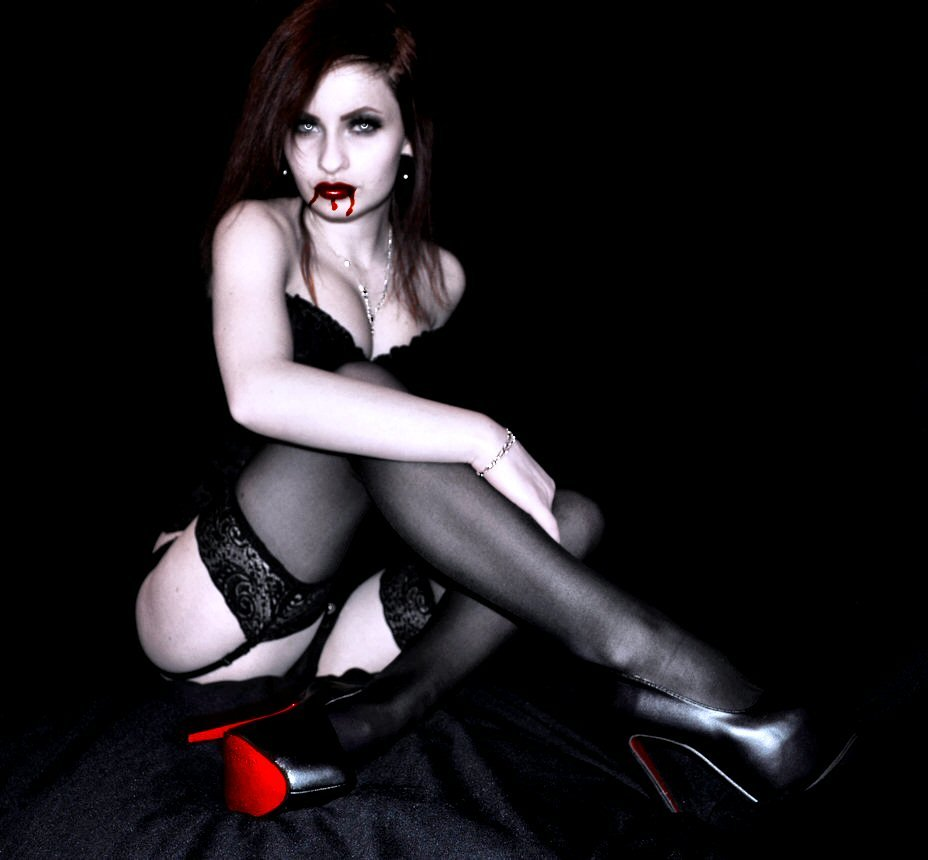 zhenshina-vamp-erotika-foto
