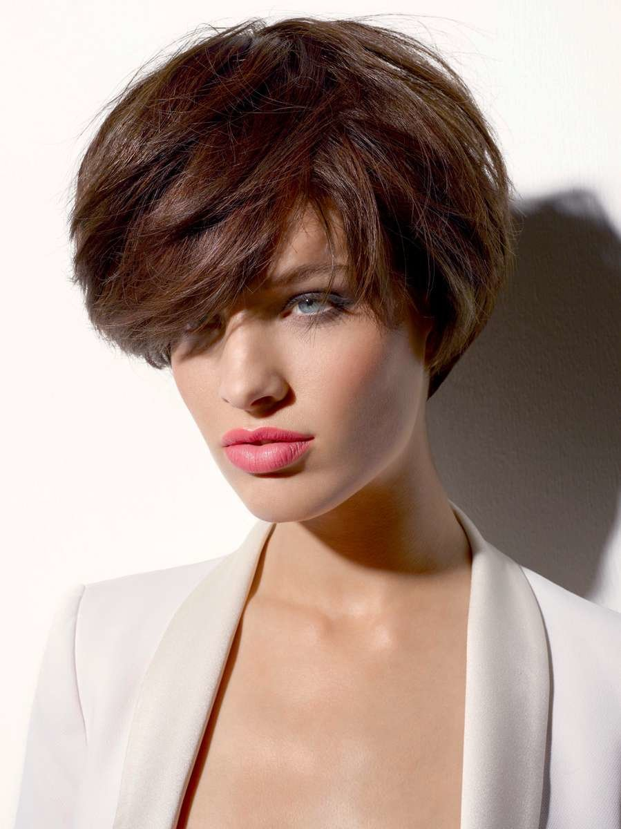 Фото короткие стрижки для темных волос