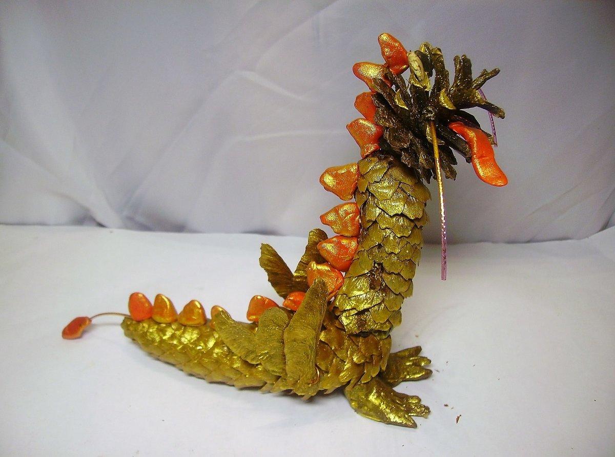 Поделки из шишки крокодила