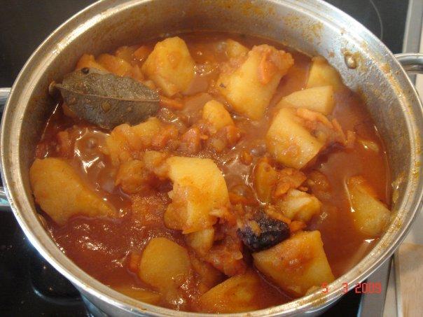 Тушеная картошка с курицей в кастрюле с пошаговым