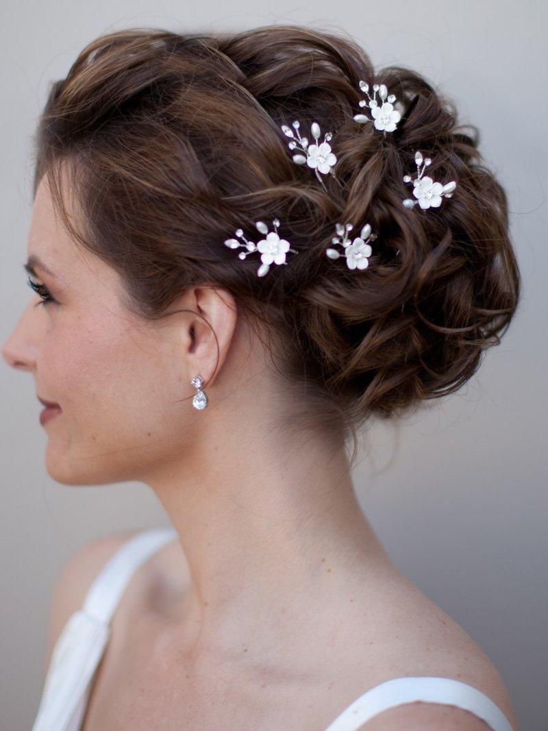 Свадебные причёски для невесты на средние волосы с фатой