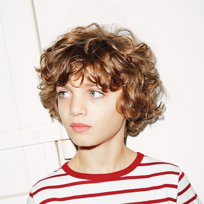 Прическа для волнистых волос у мальчиков