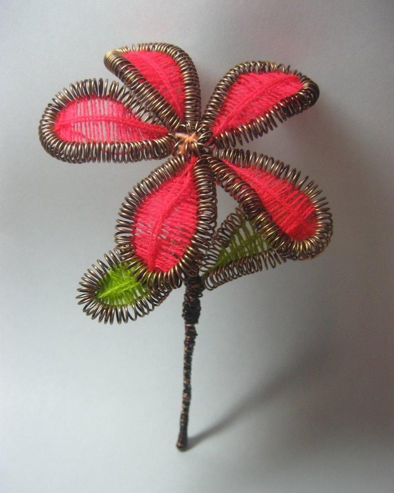 Цветок из проволоки и ниток