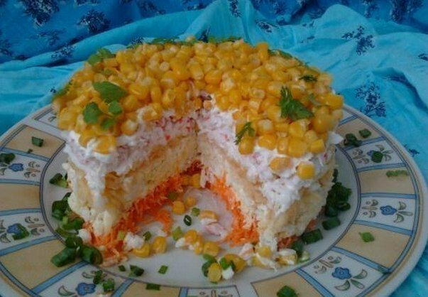 Салат с крабовыми палочками с морковью и картошкой