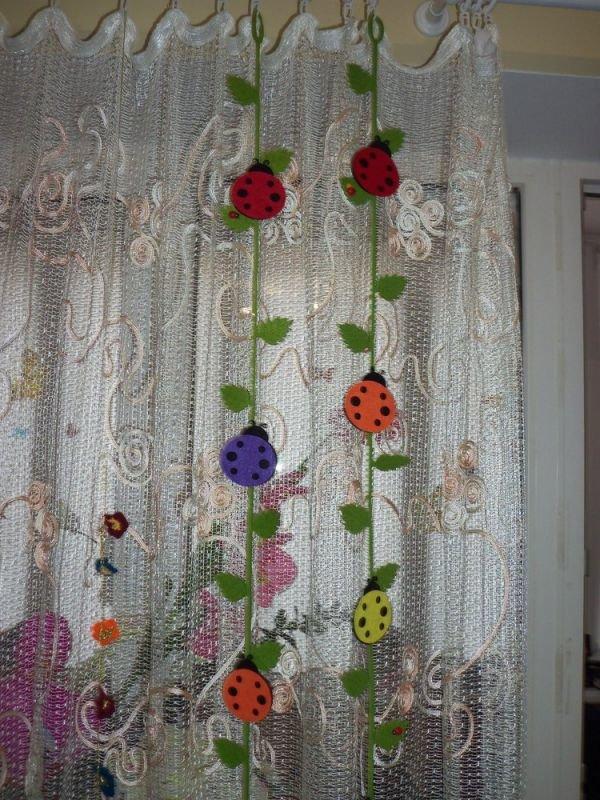 Чем украсить шторы своими руками 110