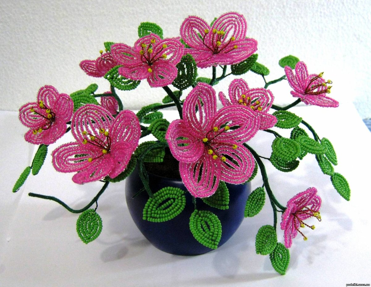 Показать поделки из бисера цветы 45