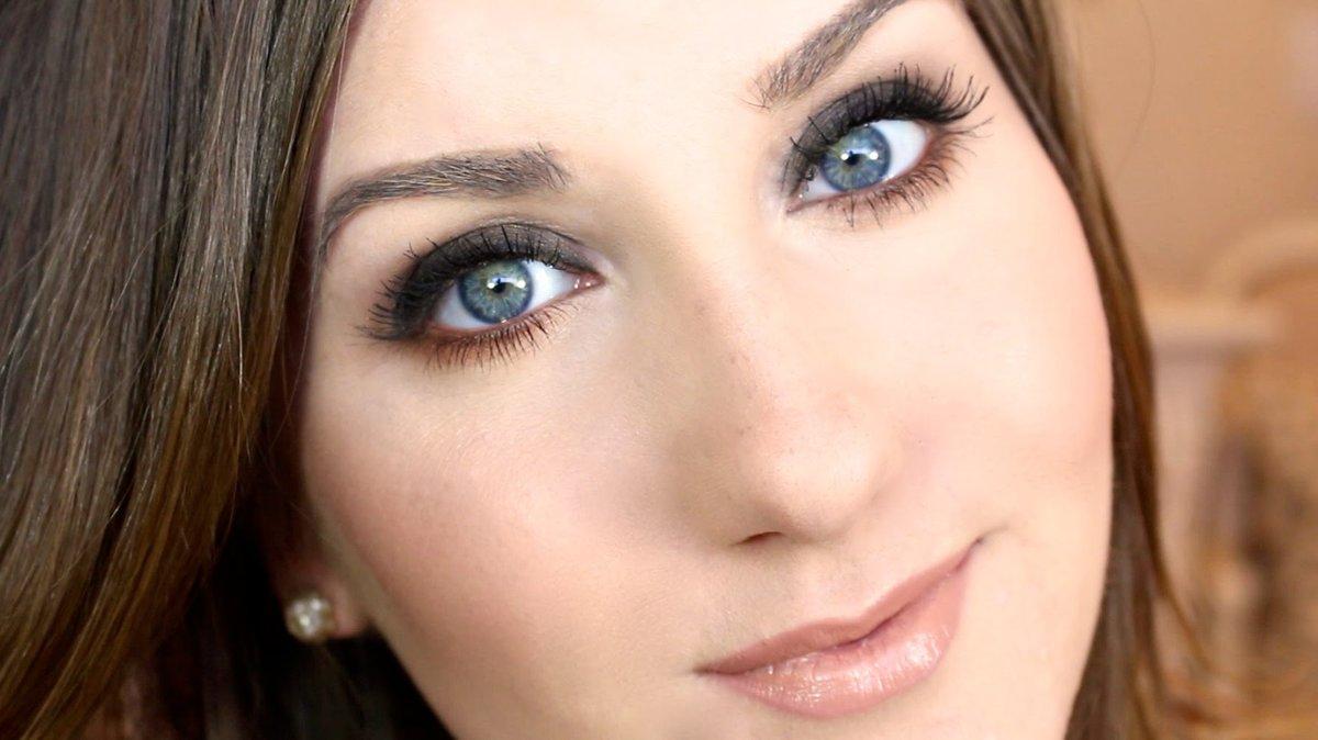 Макияж для брюнетки с голубыми глазами фото пошагово