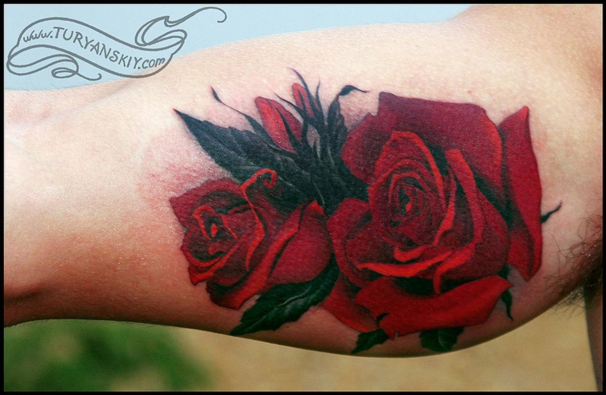 Что значит красная роза в тату