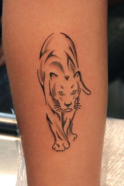Тату на ноге для девушек пантера