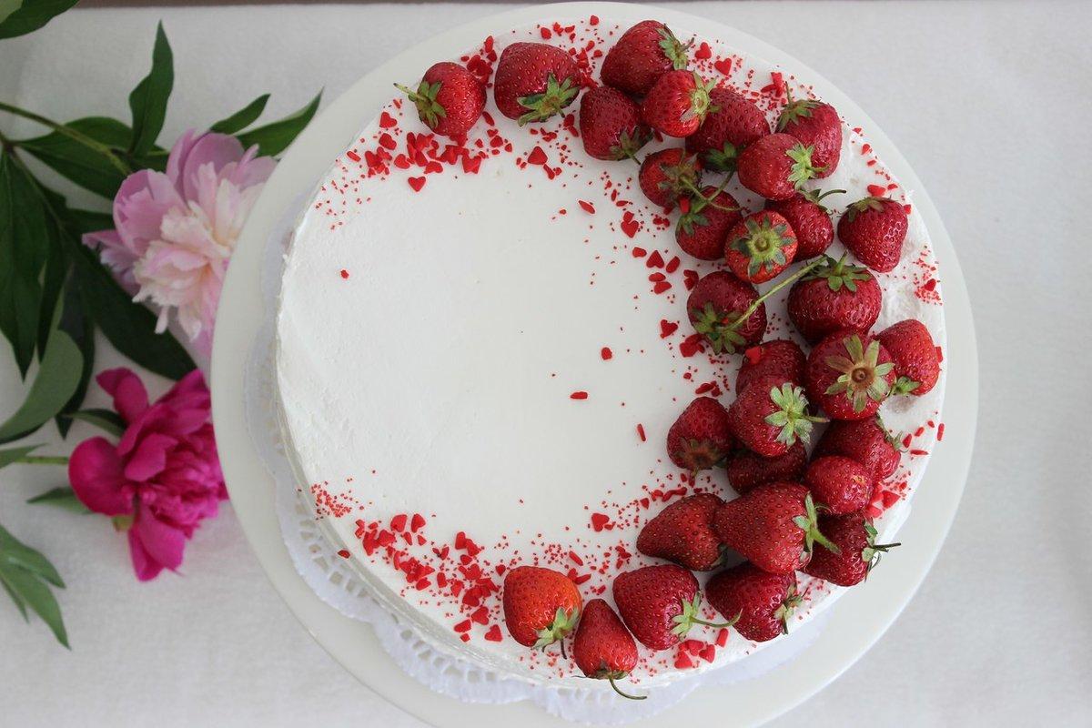 Украшение с клубникой торт фото