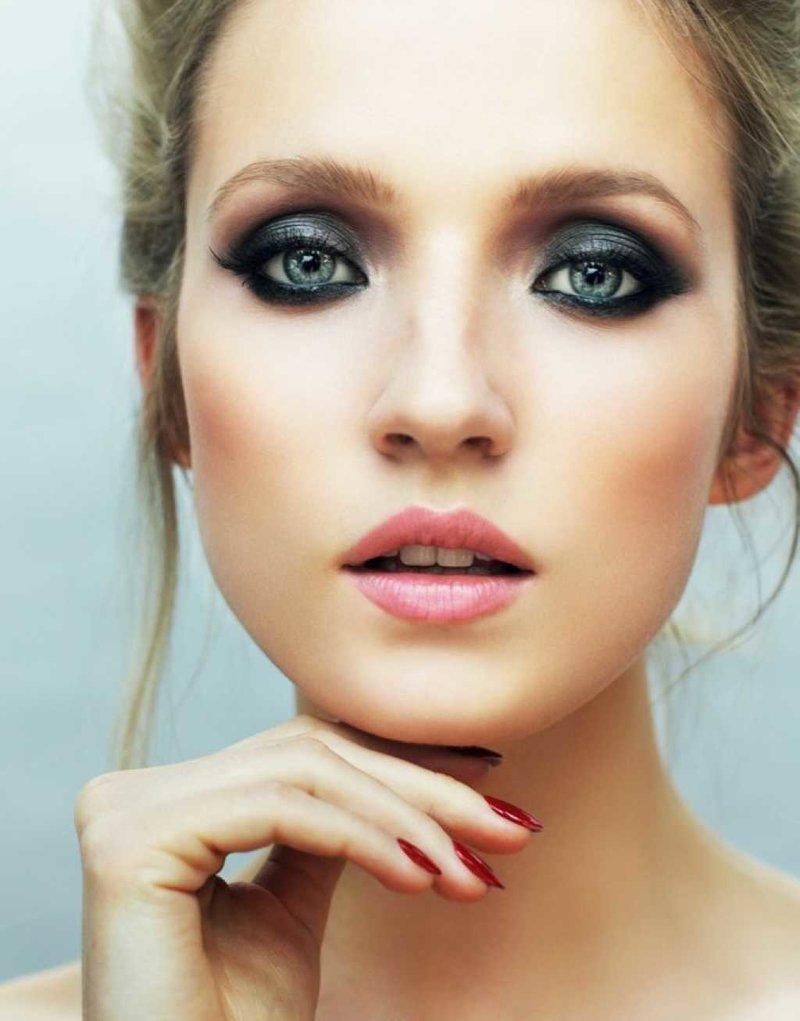 Макияж для голубых глаз и русых волос пошагово