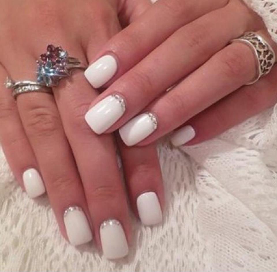 Дизайн ногтей в белых тонах фото