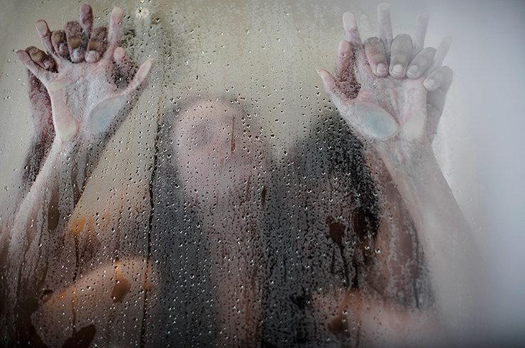 Порно женщины трахнул в душе