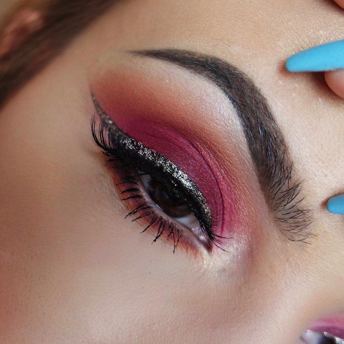 Стрелки с блестками макияж фото