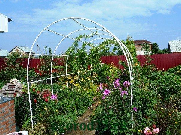 Как сделать арку из пластиковых труб для сада своими руками 78