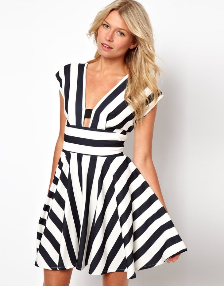Платье полосатое черно белое на лето женское