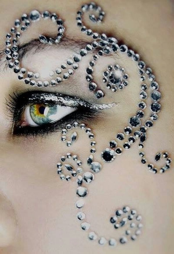 Использование страз в макияже