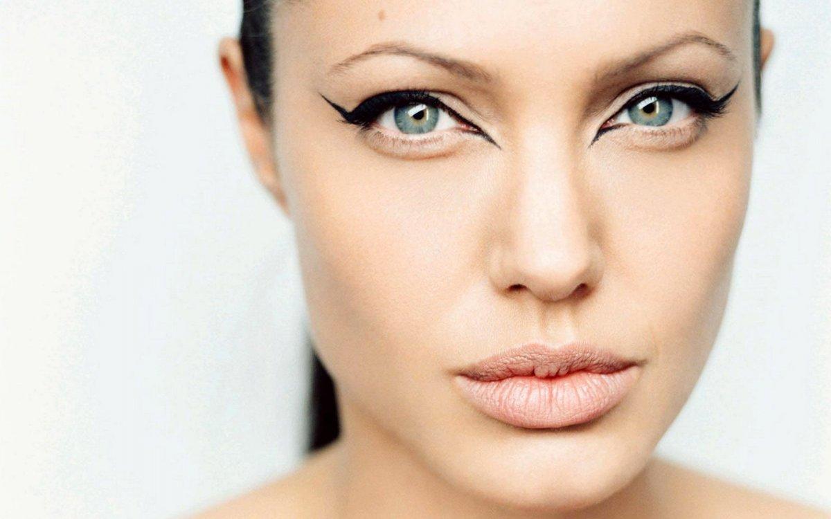 Макияж для зеленых глаз и овального лица