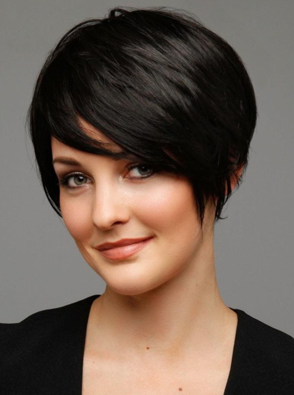Стрижки на короткие волосы для вытянутого лица с челкой