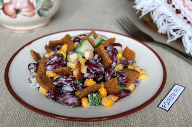 Салат с фасолью кукурузой и сухариками курицей рецепт с